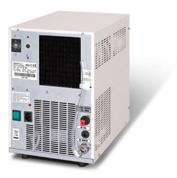 J-Class IN 30 IB AC on vedenkylmentäjä, joka kytketään vesihanaan. Kapasiteetti kylmää vettä 30 litraa per tunti. Jatkuvalla otolla kapasiteetti on 7 litraa. Kylmäyksikkö sisältää tarvittavat asennustarvikkeet.